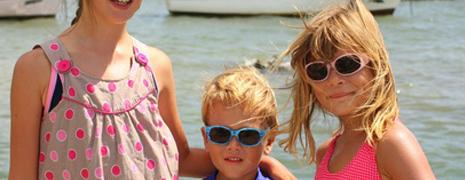 Comment choisir les lunettes de soleil pour votre bébé?