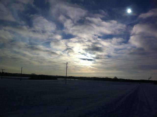 Peut-on observer l'éclipse du 20 mars avec de simples lunettes de soleil ?