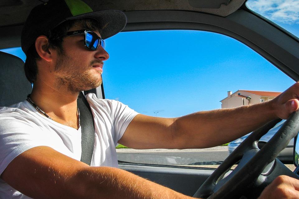 Quelles lunettes de soleil au volant ?