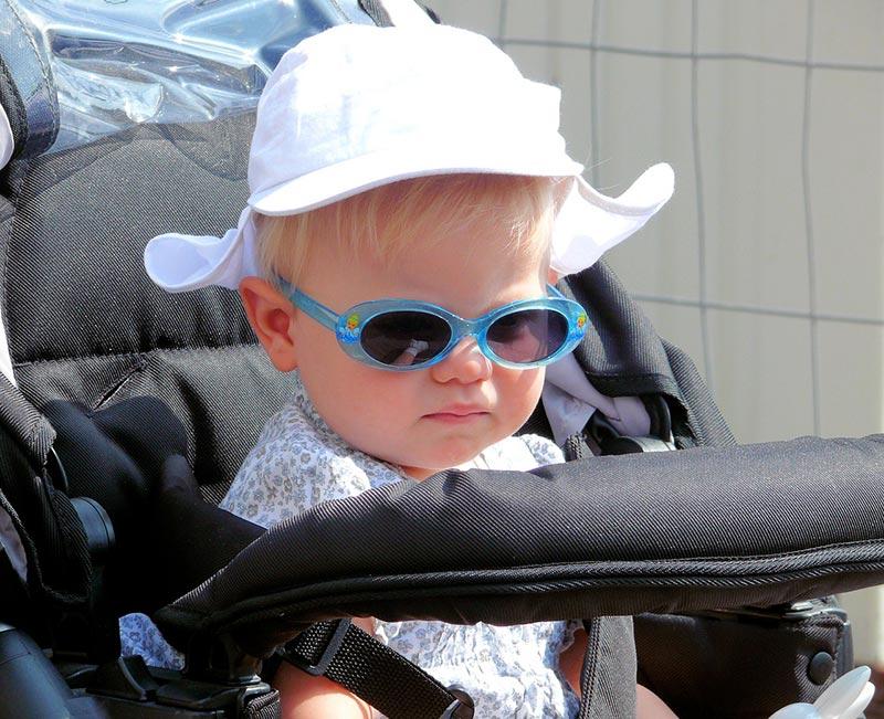 Des raisons de mettre des lunettes de soleil en hiver